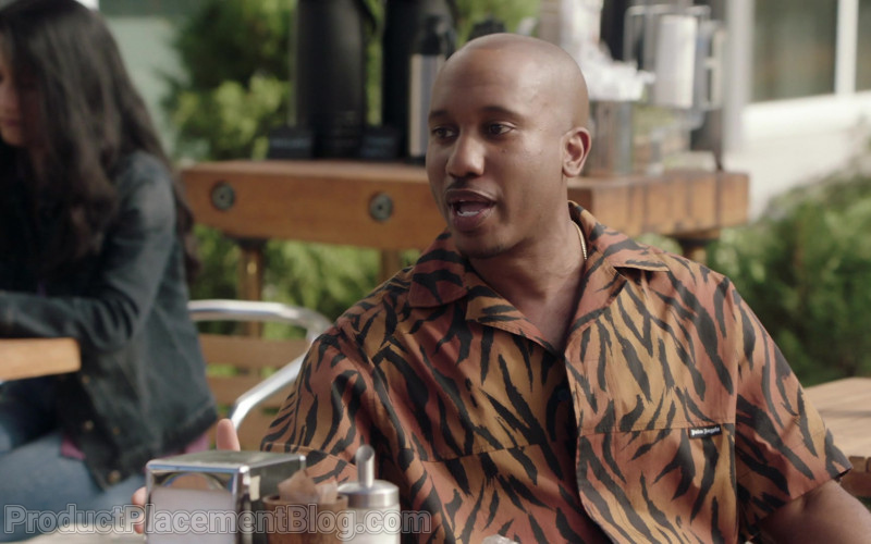 Palm Angels Shirt of Chris Redd as Gary Williams in Kenan S01e01 Pilot (2021)