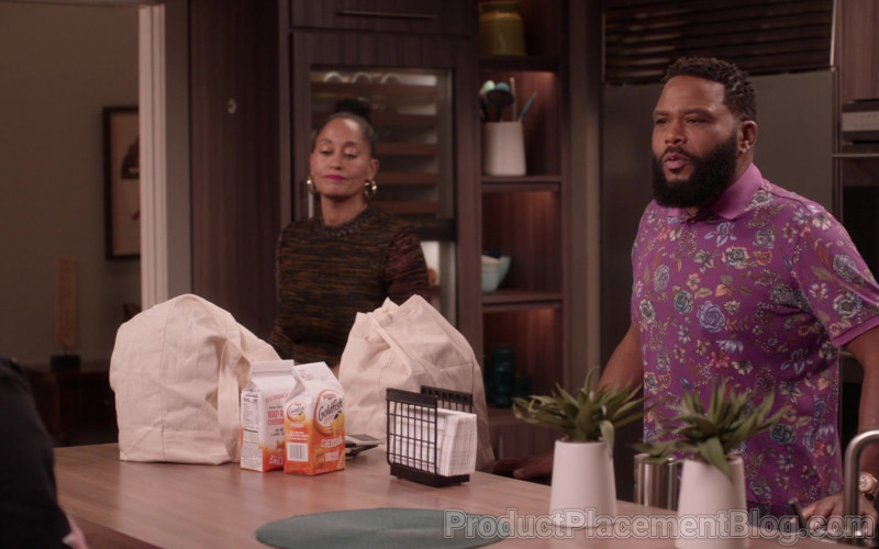 Pepperidge Farm Goldfish Cheddar Crackers in Black-ish S07E12 (1)