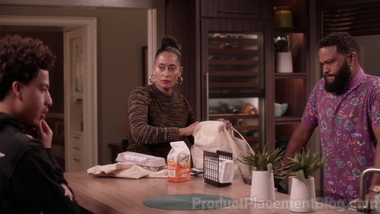 Pepperidge Farm Goldfish Cheddar Crackers in Black-ish S07E12 (2)