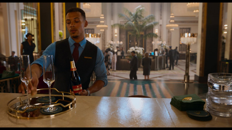 Piper-Heidsieck Champagne Held by Jordan Bolger as Cameron in Tom and Jerry (1)