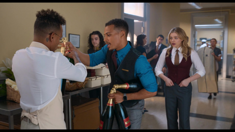 Piper-Heidsieck Champagne Held by Jordan Bolger as Cameron in Tom and Jerry (4)