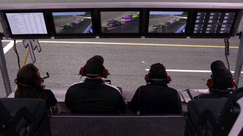 Racing Electronics Headsets in The Crew S01E02 (1)