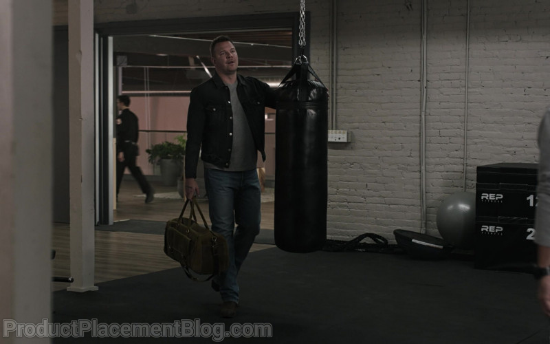 Rep Fitness Boxes in 9-1-1 Lone Star S02E04 Friends With Benefits (2021)