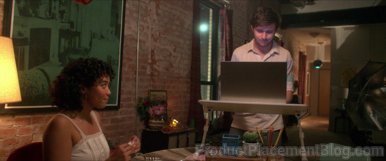Samsung Laptop of Nick Robinson as Ross Ulbricht in Silk Road Movie (4)
