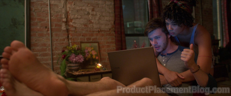 Samsung Laptop of Nick Robinson as Ross Ulbricht in Silk Road Movie (7)