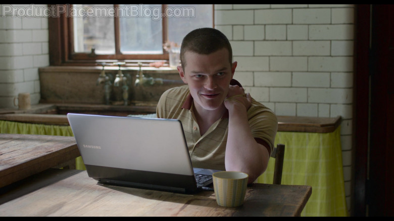 Samsung Laptop of Robert Aramayo as Rob in Behind Her Eyes S01E05 (2)