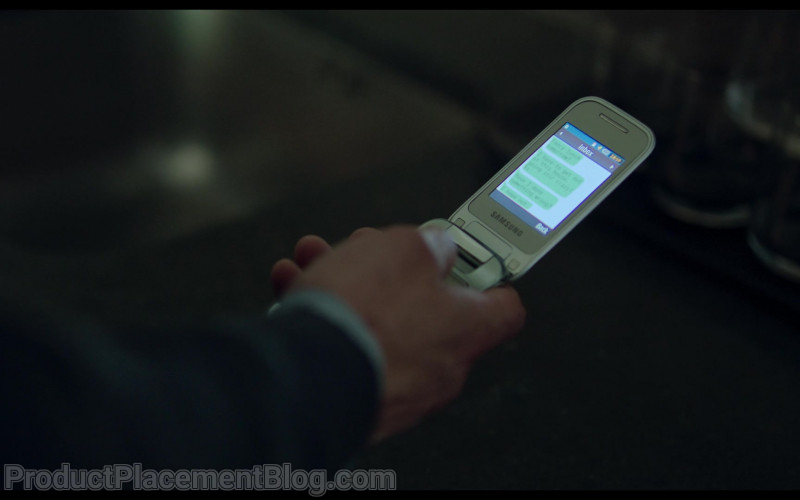 Samsung Mobile Phone in Behind Her Eyes S01E04 Rob (2021)
