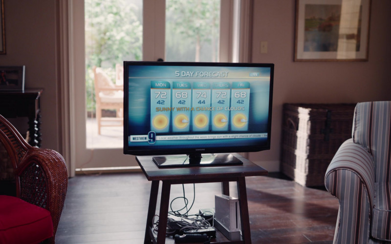 Samsung TV and Nintendo's Wii Video Game Console in WandaVision S01E07