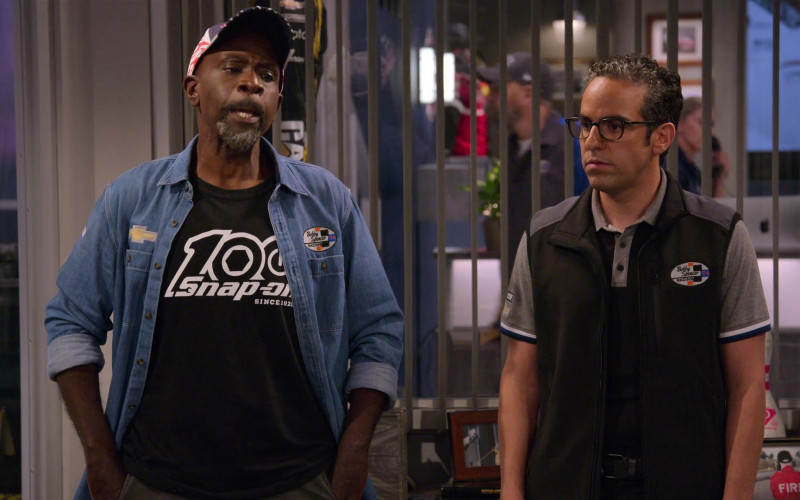 Snap-on T-Shirt of Gary Anthony Williams as Chuck in The Crew S01E09