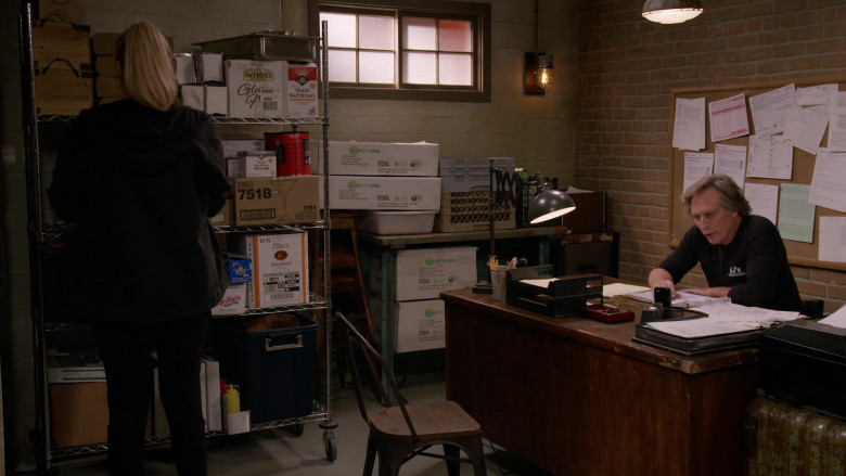Snyder's of Hanover Snacks and Tito's Handmade Vodka Boxes in Mom S08E08