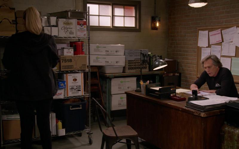 Snyder's of Hanover Snacks and Tito's Handmade Vodka Boxes in Mom S08E08