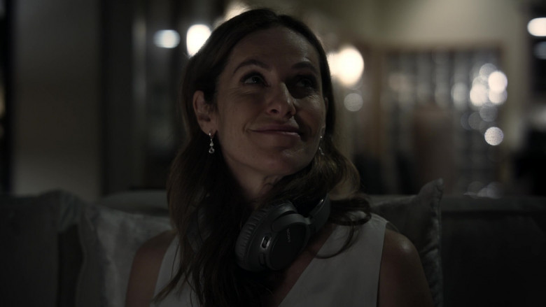 Sony Headphones of Amy Brenneman as Mary Barlow in Tell Me Your Secrets S01E01