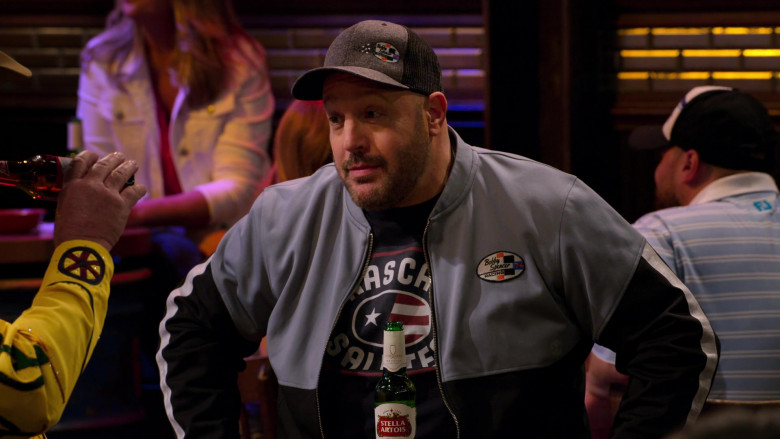 Stella Artois Beer Bottle of Kevin James in The Crew S01E05