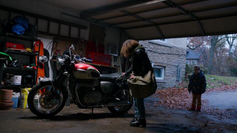 Triumph Motorcycle in Ginny & Georgia S01E10