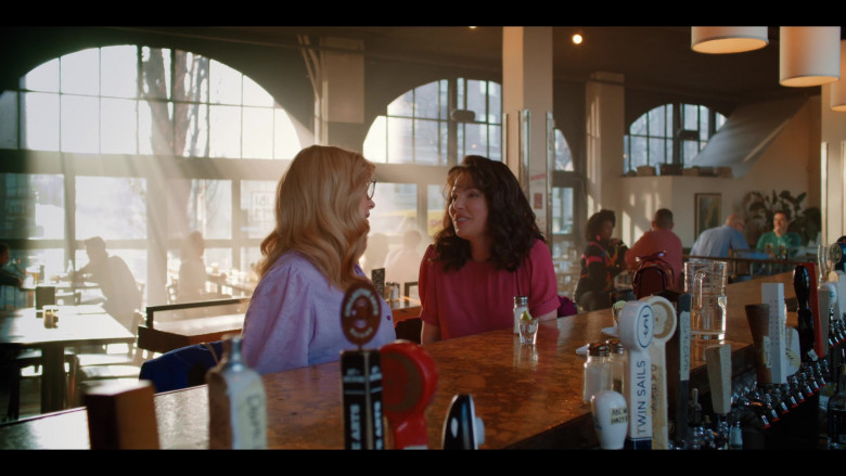Twin Sails Beer in Firefly Lane S01E05