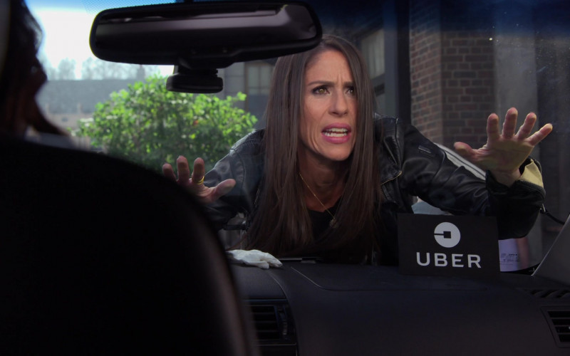 Uber Car in Punky Brewster S01E01 Pilot (2021)