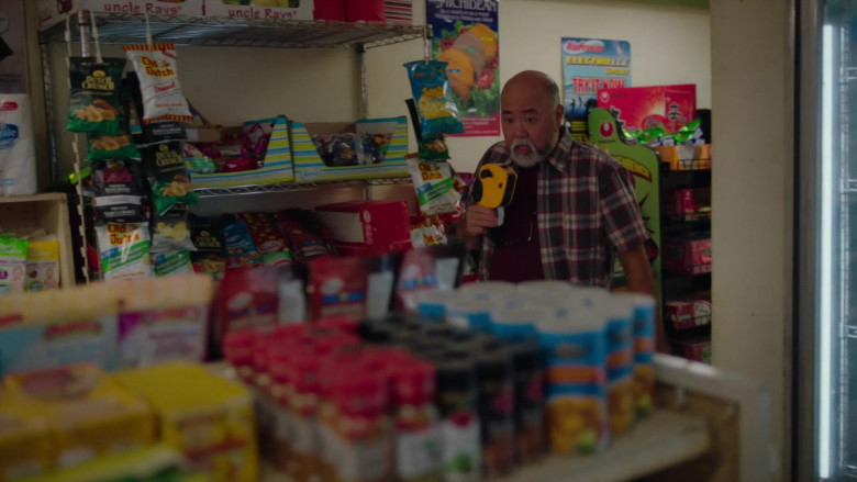 Uncle Ray's, Dutch Crunch and Old Dutch Snacks in Kim's Convenience S05E03 Appa & Linus (2021)