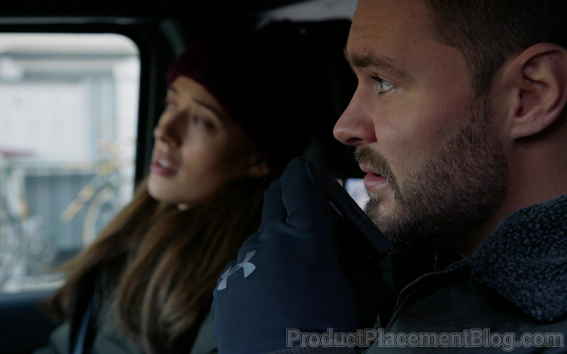 Under Armour Gloves of Patrick John Flueger as Officer Adam Ruzek in Chicago P.D. S08E06 Equal Justice (2021)