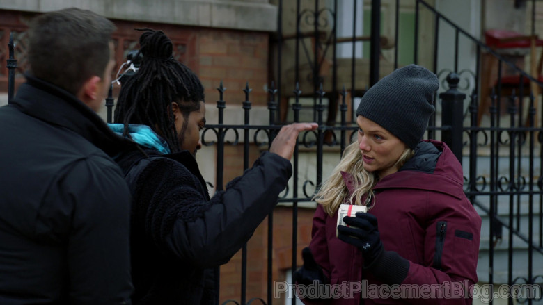 Under Armour Gloves of Tracy Spiridakos as Detective Hailey Upton in Chicago P.D. S08E06 (2)