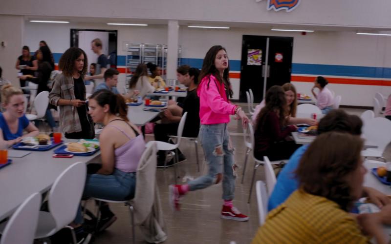 Vans Red Sneakers of Sara Waisglass as Maxine in Ginny & Georgia S01E01 (1)