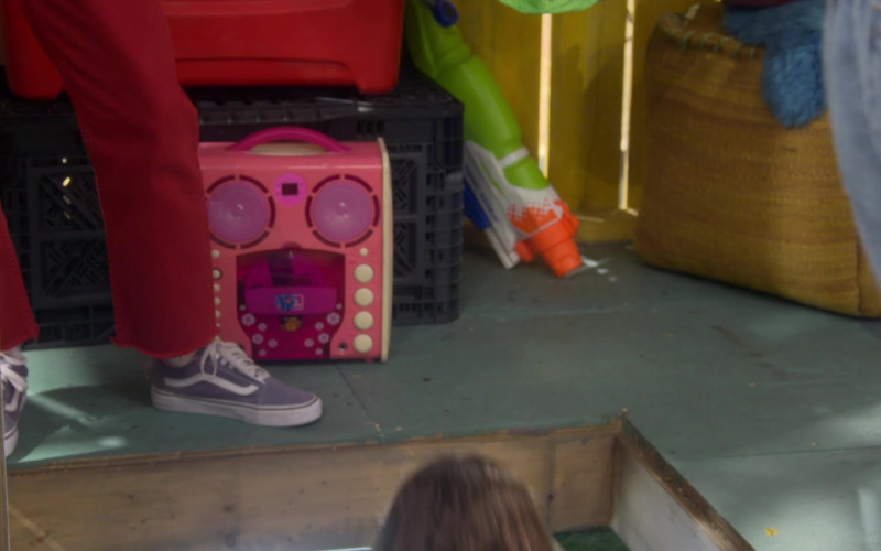 Vans Shoes of Lauren Lindsey Donzis as Hannah in Punky Brewster S01E07 (1)