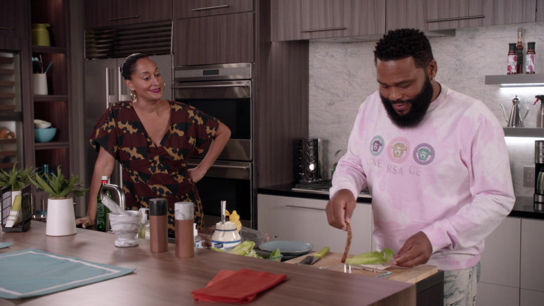 Versace Men's Sweatshirt Outfit of Anthony Anderson as Dre in Black-ish S07E10 (1)