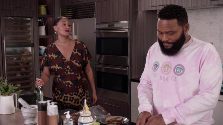 Versace Men's Sweatshirt Outfit of Anthony Anderson as Dre in Black-ish S07E10 (3)