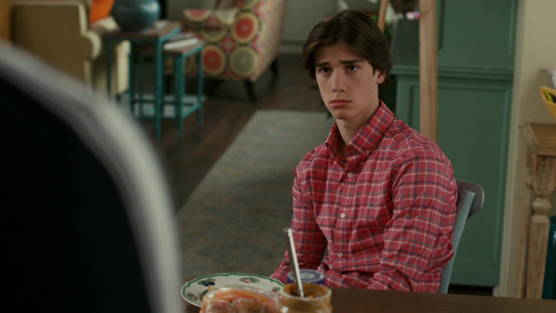 Vineyard Vines Men's Shirt of Daniel DiMaggio as Oliver in American Housewife S05E08 (1)