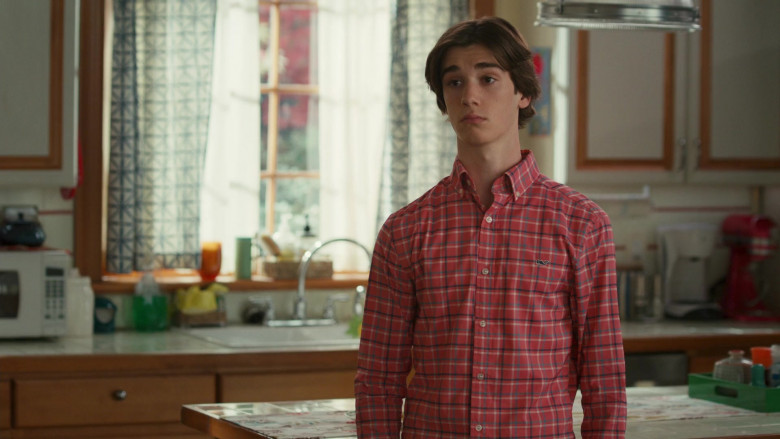Vineyard Vines Men's Shirt of Daniel DiMaggio as Oliver in American Housewife S05E08 (2)