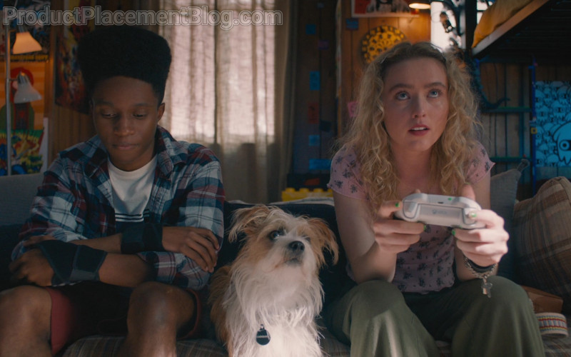 Xbox Controller Held by Kathryn Newton as Margaret in The Map of Tiny Perfect Things (2021)