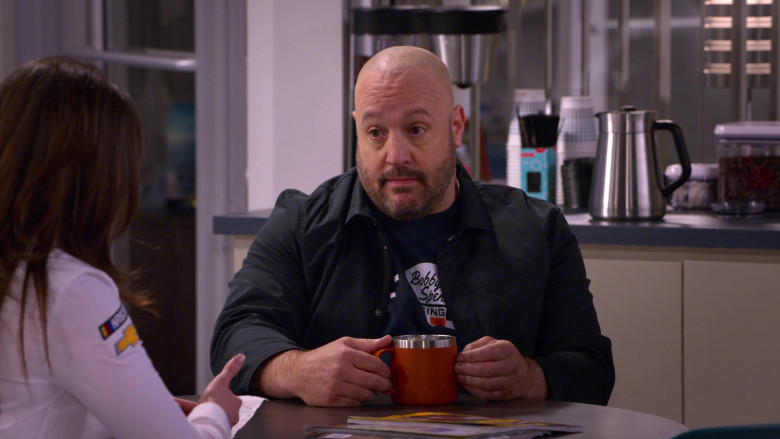 Yeti Mug of Kevin James in The Crew S01E02