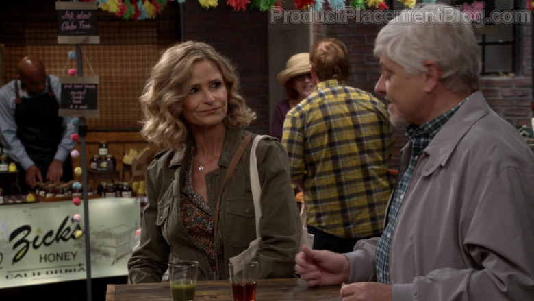 Zick's Honey Bees Farm in Call Your Mother S01E05 TV Show (3)