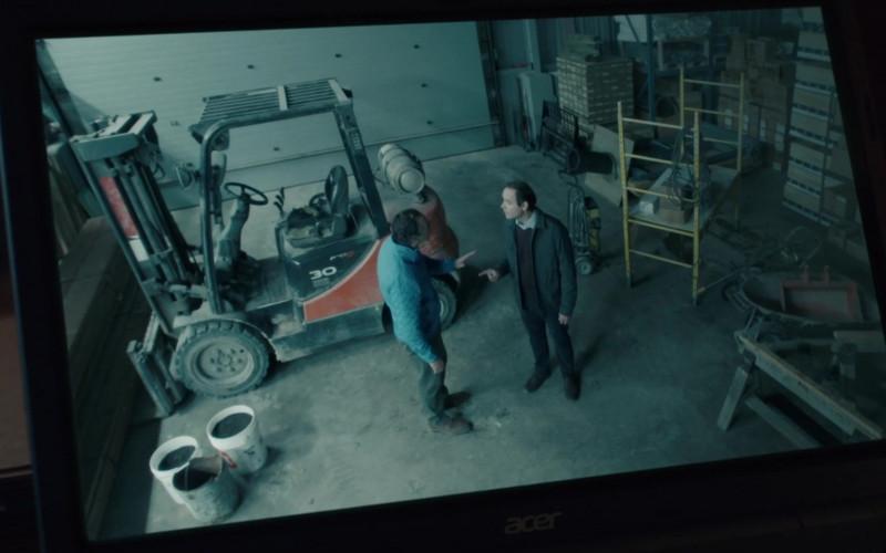 Acer Laptop in Burden of Truth S04E07 (2)