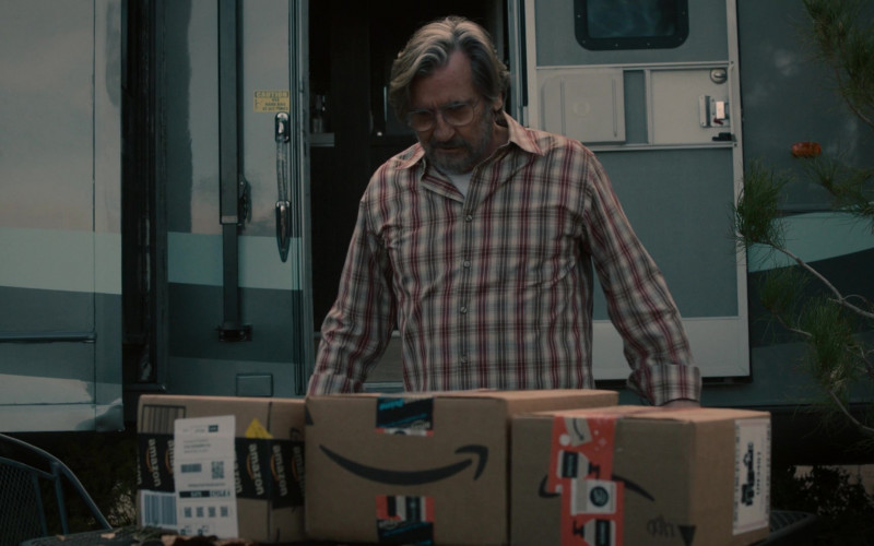 Amazon Prime Online Store Packages and Boxes in This Is Us S05E11 TV Show (1)