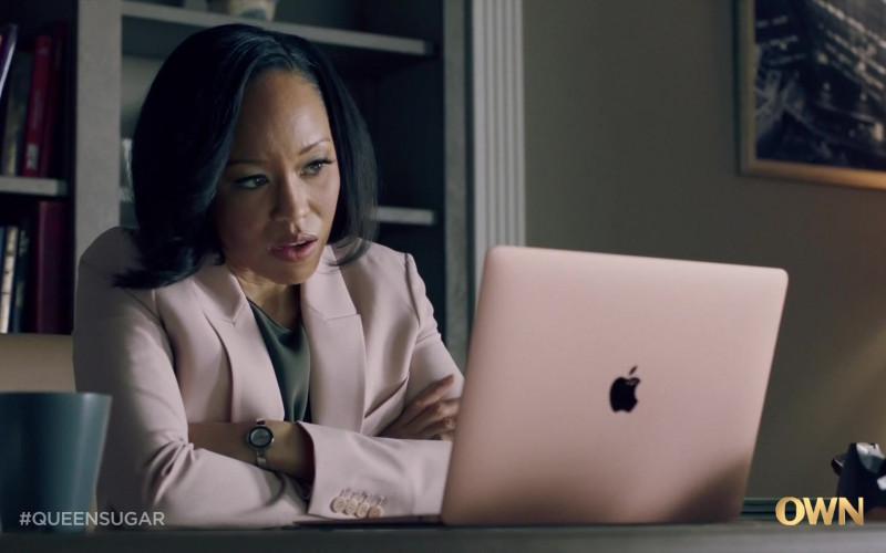 Apple MacBook Air Laptop of Dawn-Lyen Gardner as Charley Bordelon in Queen Sugar S05E03 TV Show (1)