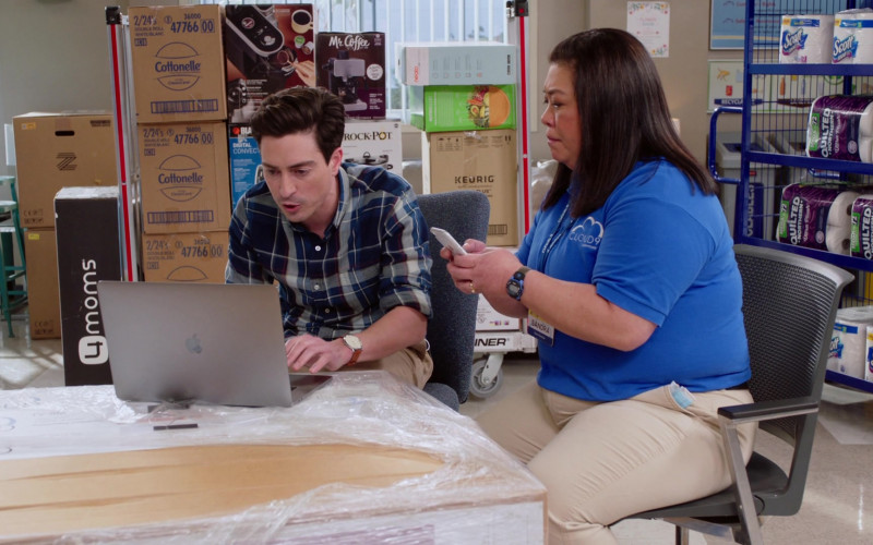 Apple MacBook Laptop, 4Moms, Cottonelle, Mr. Coffee, Crock-Pot, Keurig, Scott, Quilted Northern in Superstore S06E13 Lowell Anderson (2021)