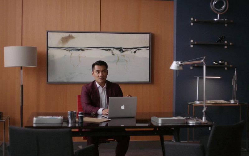 Apple MacBook Laptop Used by Actor in Workin' Moms S05E03 TV Show