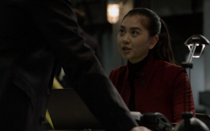 Apple MacBook Laptop Used by Actress Laura Sohn as Alina Park in The Blacklist S08E09 (2)