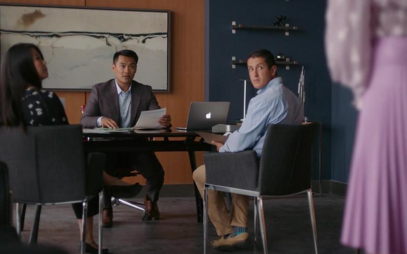 Apple MacBook Laptop Used by Cast Members in Workin' Moms Season 5, Episode 6 (1)