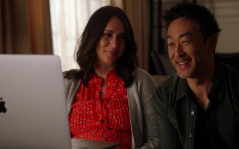 Apple MacBook Laptop Used by Jennifer Love Hewitt & Kenneth Choi in 9-1-1 S04E08 (1)