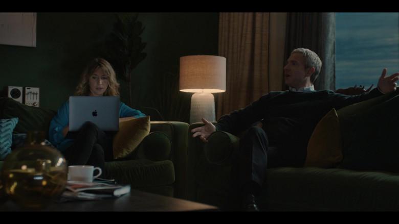 Apple MacBook Laptop of Cast Member Daisy Haggard as Ally in Breeders S02E03 (2)