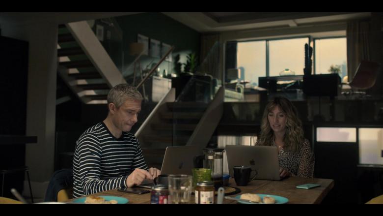 Apple MacBook Laptop of Cast Member Daisy Haggard as Ally in Breeders S02E03 (3)