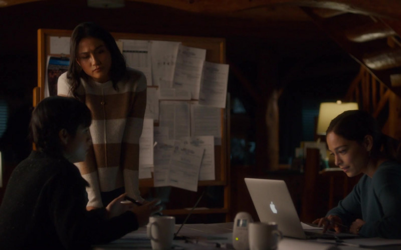 Apple MacBook Laptop of Kristin Kreuk as Joanna Chang in Burden of Truth S04E06 The Homecoming (2021)