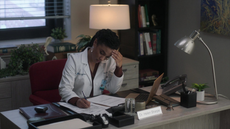 Apple MacBook Laptops Used by Freema Agyeman as Dr. Helen Sharpe in New Amsterdam S03E03 TV Show (1)