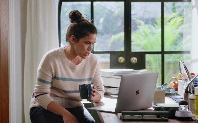 Apple MacBook Pro Laptop of America Ferrera as Amelia 'Amy' Sosa in Superstore S06E14 TV Show 2021 (2)