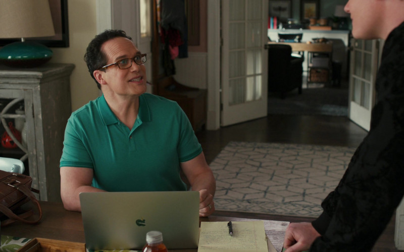 Apple MacBook Pro Laptop of Cast Member Diedrich Bader as Greg Otto in American Housewife S05E12 TV Show (3)