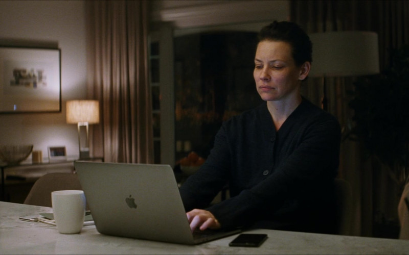 Apple MacBook Pro Laptop of Evangeline Lilly as Claire Reimann in Crisis (2)
