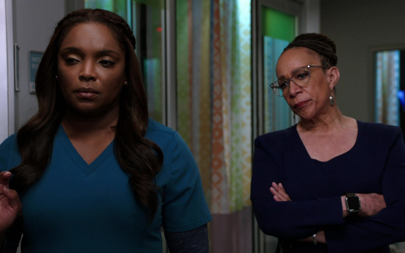Apple Watch Worn by Actress S. Epatha Merkerson as Sharon Goodwin in Chicago Med S06E08