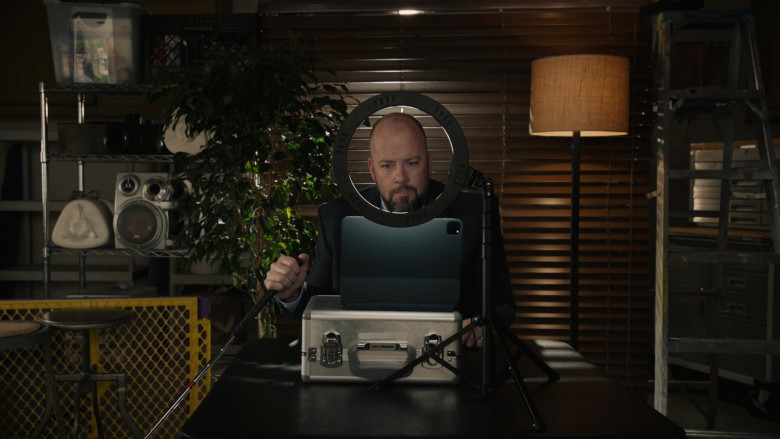 Apple iPad Tablet With Case of Chris Sullivan as Toby Damon in This Is Us S05E10 (1)