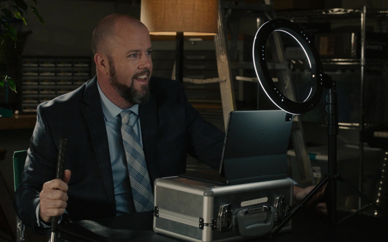 Apple iPad Tablet With Case of Chris Sullivan as Toby Damon in This Is Us S05E10 (2)